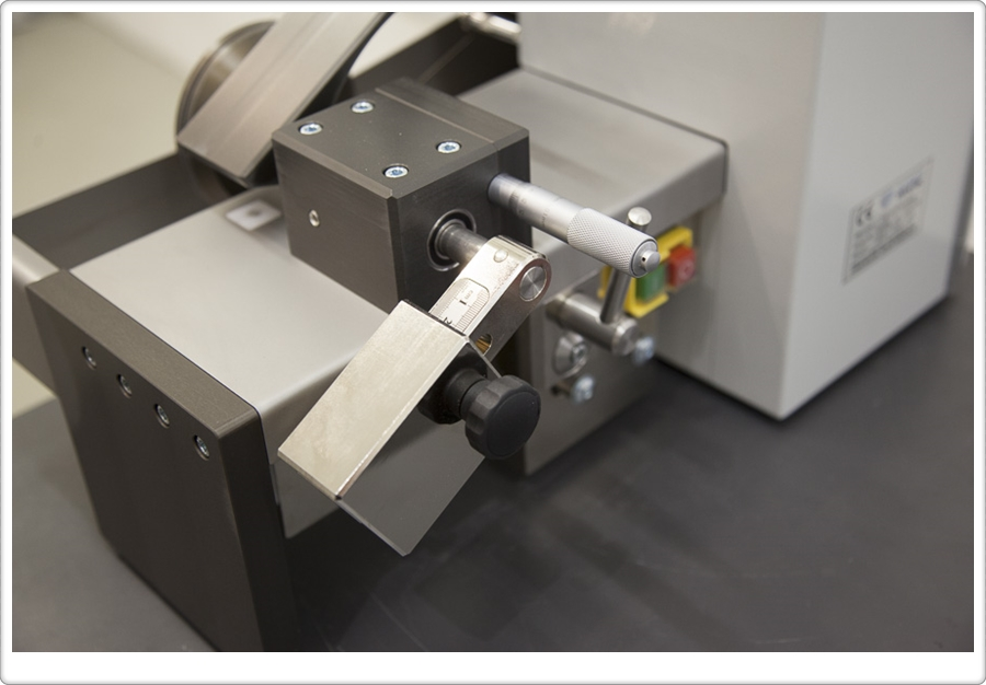 Diamond wire saw DWS 100 for the smallest workpieces - Diamond WireTec